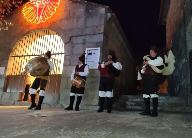 GALAXIA ETRAD. O mestre de gaita Xaquín Xesteira cos Faíscas de Solobeira en Shanghai na China International Import Expo (CIIE) xunto coa delegación da Xunta de Galicia participando nos actos institucionais programados para o día de Galicia.